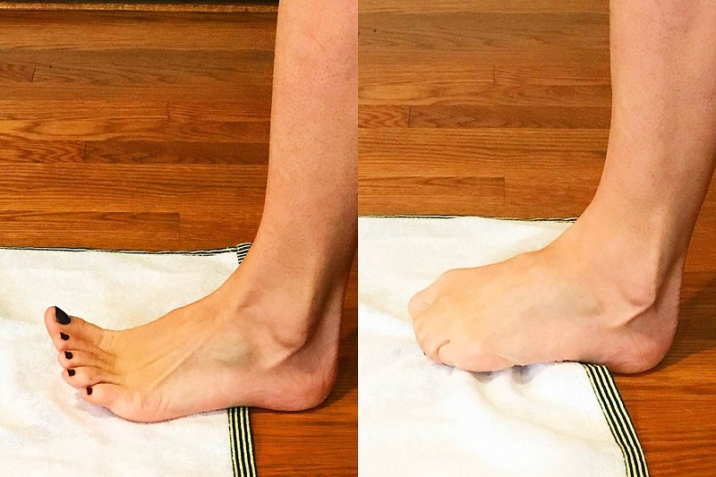 toe workout with towel