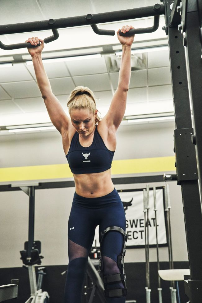 Lindsey Vonn wearing the Project Rock Sportlette and Project Rock HeatGear Armour Ankle Crop capris