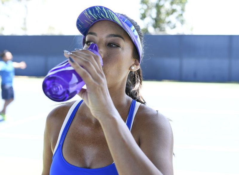 tennis player drinking water